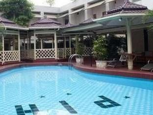 Pardede International Hotel Medan - Kolam renang