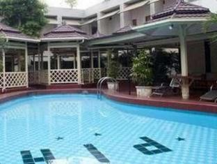 Pardede International Hotel Medan - Piscină