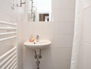 Goldmarie Hostel برلين - حمام