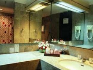Condominium Danau Toba Hotel Medan - Bathroom