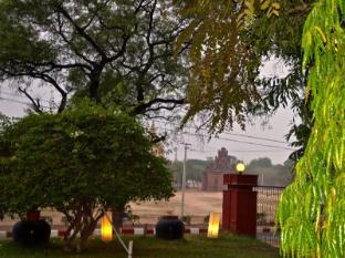 Aung Mingalar Hotel Bagan - View of Ancient Bagan