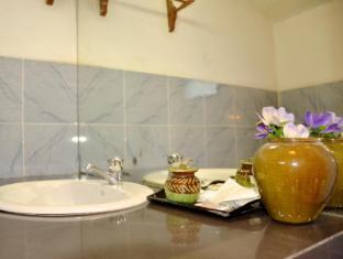 Aung Mingalar Hotel Bagan - Bathroom