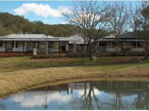Avoca House & Cottage Accommodation