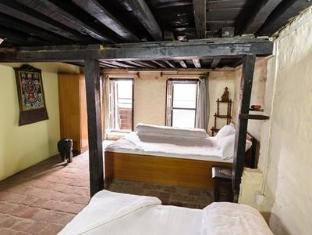 Nyatapola Guest House Bhaktapur - Guest Room