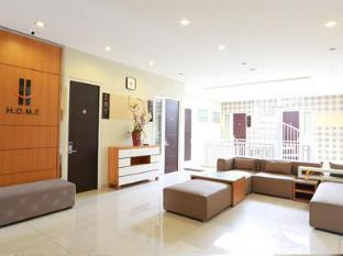 H.O.M.E Guest House Surabaya - Second Floor Lobby Area
