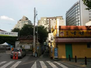Namhyundang Hanok Seoul - Surroundings (Taxi stop)