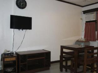 Cebu Residencia Lourdes Мактан Айленд - Вітальня