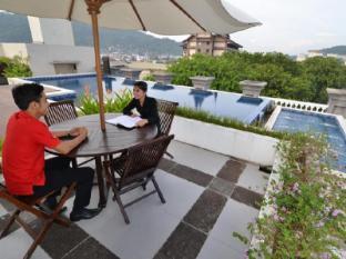 The Axana Hotel Padang - Swimming Pool