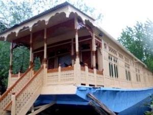 นิวบุลบุลเฮาส์โบ้ท (New Bul Bul Houseboat)