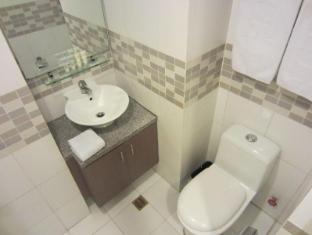 The Exchange Regency Residence Hotel Manila - Bathroom