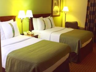Holiday Inn Saddle Brook Hotel Jersey City (NJ) - Double Bed Guest Room