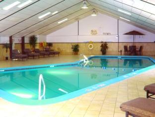 Holiday Inn Saddle Brook Hotel Jersey City (NJ) - Swimming Pool