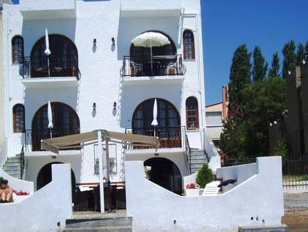 Villa Belmar Apartments