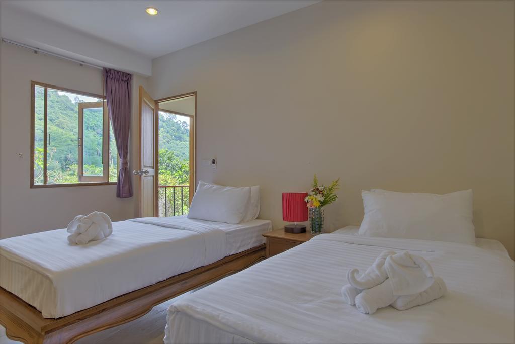 Price Luxury 8 Bedroom Villa Sleeps 16 in Patong Phuket