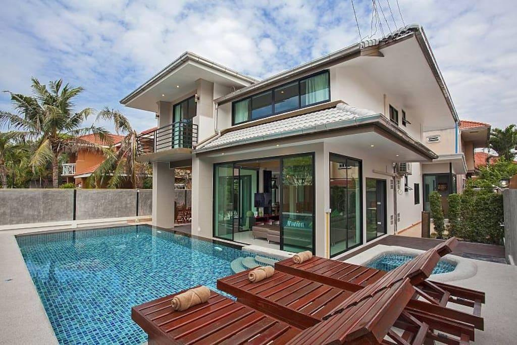 Viewpoint Grande Splendid 6 Bed Villa in Pattaya Viewpoint Grande Splendid 6 Bed Villa in Pattaya