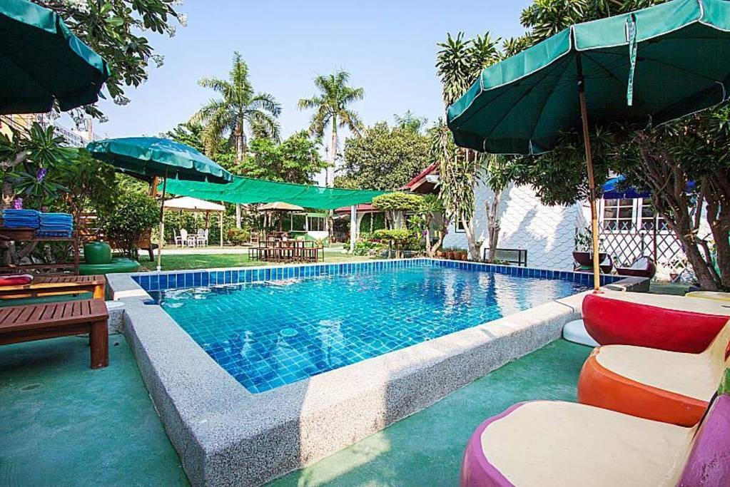 Hotel Review:  5 Bedroom Pool Villa  Close Jomtien Beach by HVT – Pictures, Prices and Deals