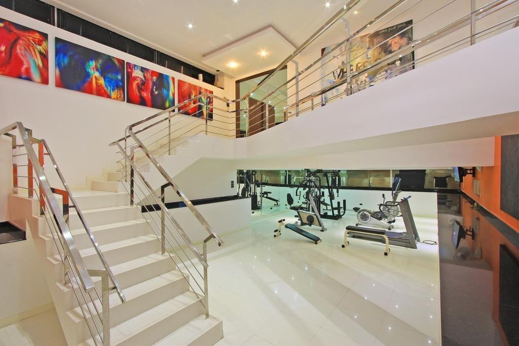 Hotels Reviews: Ultimate Detached Party Villa by Walking Street – Picture, Room Rates & Deals