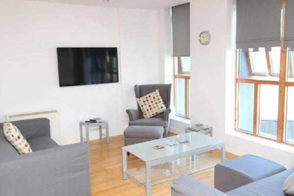 2 Bed Flat in Bristol City Centre with Parking Bristol