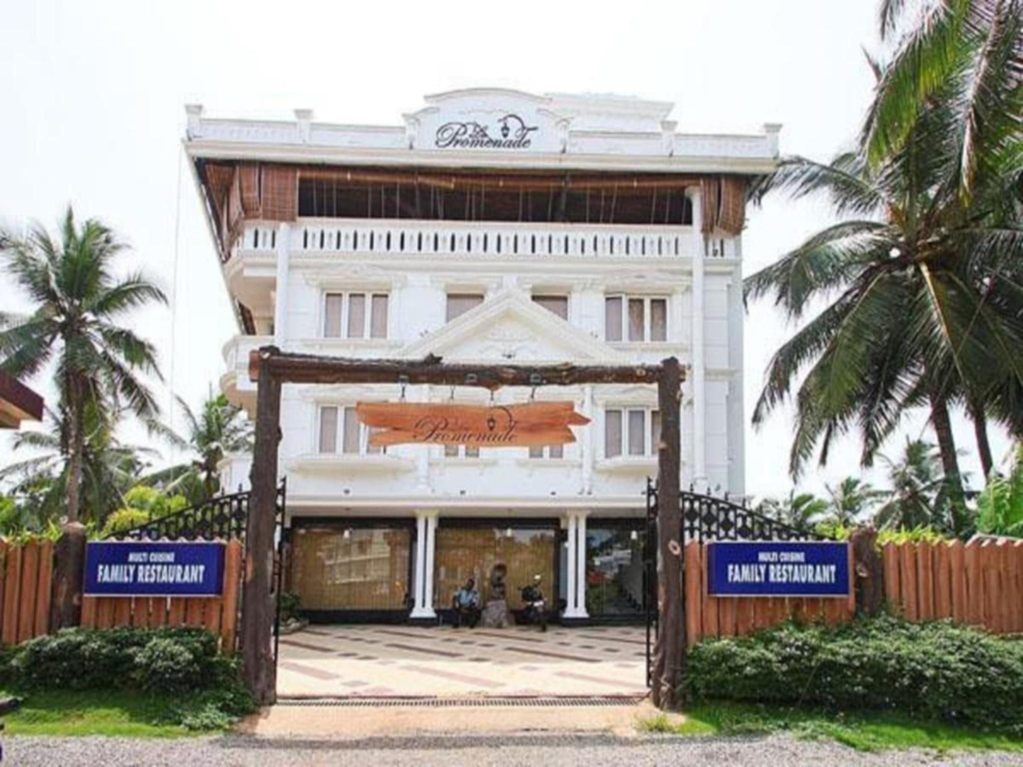 La Promenade Hotel
