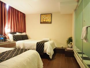 California Hotel Hong Kong - Family Room (3 Double Beds)