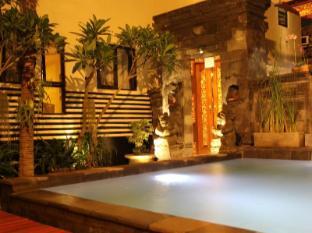 Hotel S8 Bali - Piscina