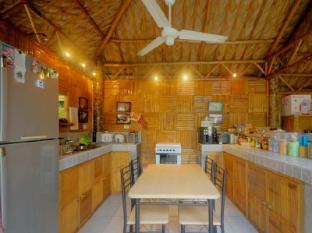 Samal Island Huts Davao City - Süit Oda