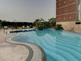 Radisson Blu Hotel Noida Delhi NCR New Delhi and NCR - Swimming Pool