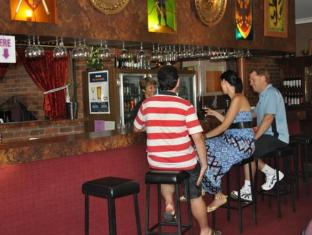 Castle Motor Lodge Whitsunday Islands - Bar/Bekleme Salonu