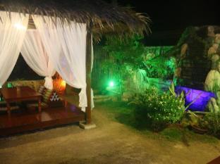 Coucou Bar Hotel and Restaurant Bantayan Island - Pub/Lounge