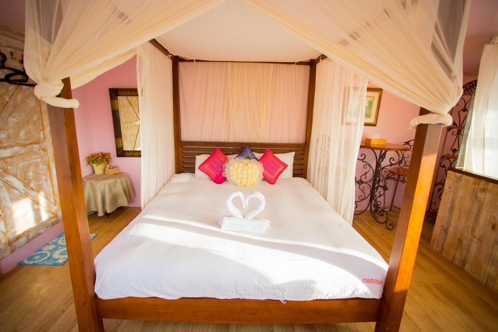 Hotel Castillo De Amour  Orange Castle