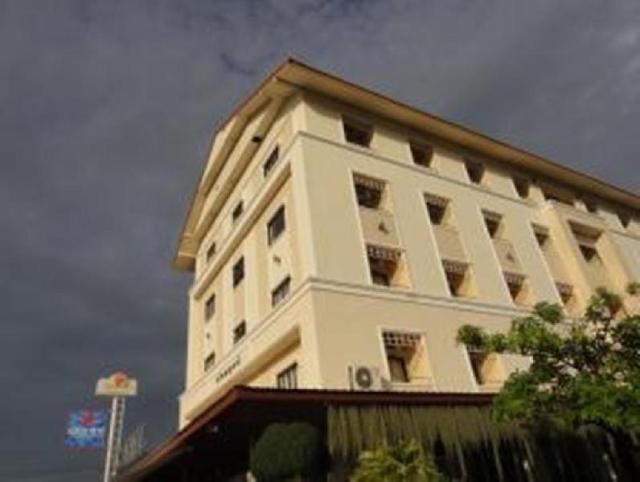 ชลพฤกษ์ เลคไซด์ อพาร์ตเมนท์ – Chonlapruk Lakeside Hotel