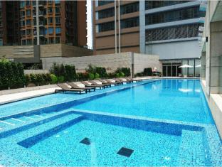 Crowne Plaza Hong Kong Kowloon East Hotel Hong Kong - Swimming Pool