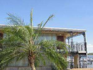 Airport Waterfront Inn