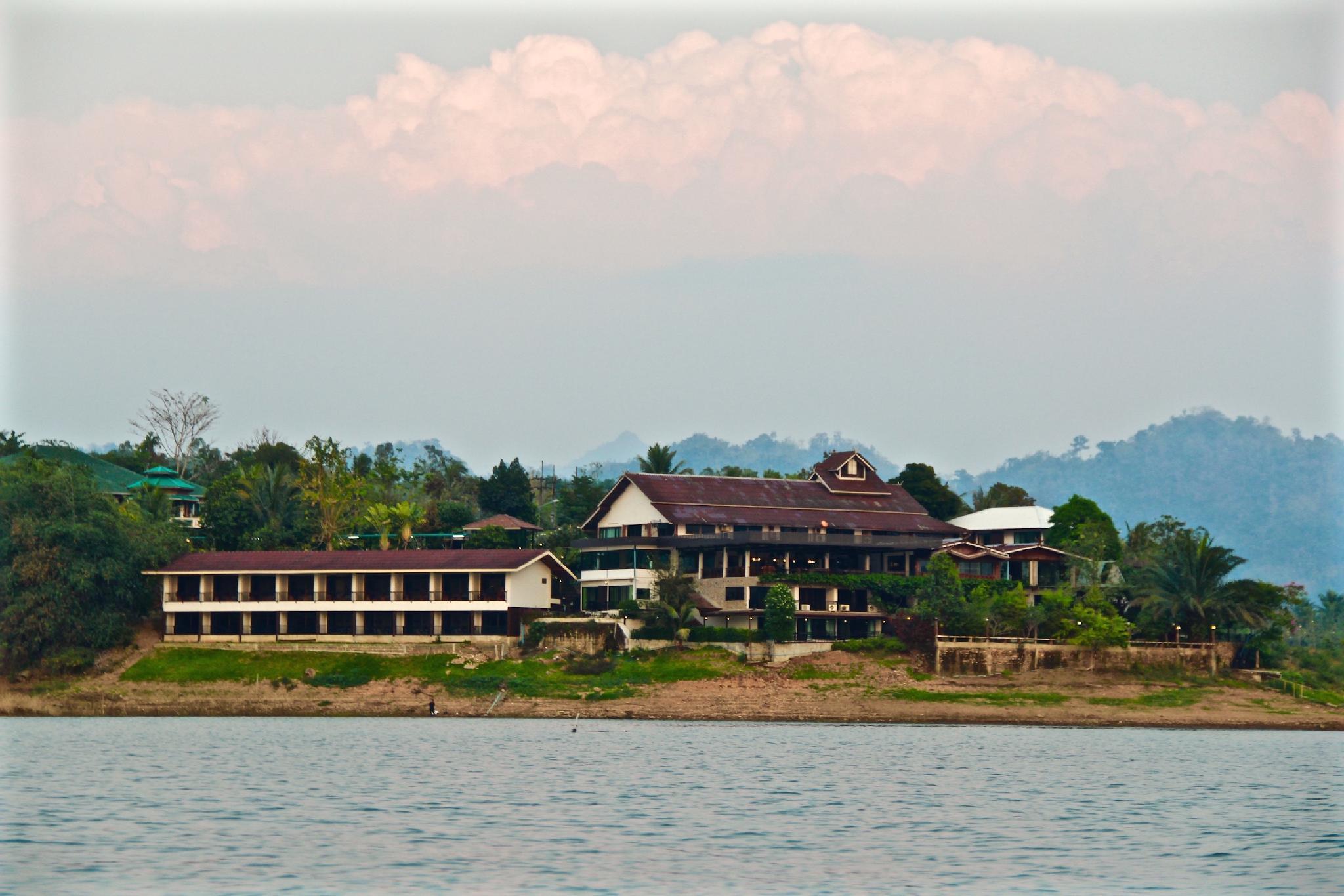Pornpailin Riverside Resort พรไพลิน ริเวอร์ไซด์ รีสอร์ท