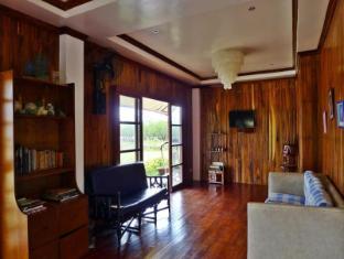 Bahay Kubo at Emerald Playa Puerto Princesa City - Lobby