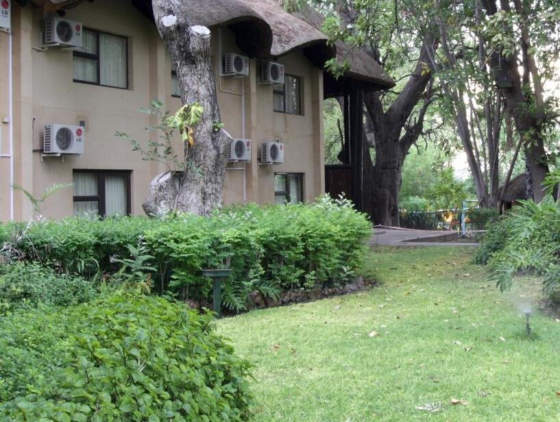 Cresta Riley's Hotel