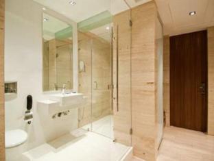 Hotel Residency Andheri Mumbai - Bathroom