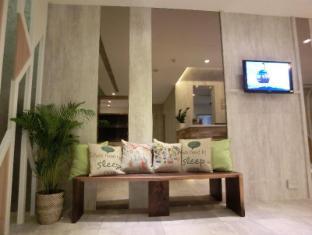 Champion Hotel Singapore - Lobby Seating Area