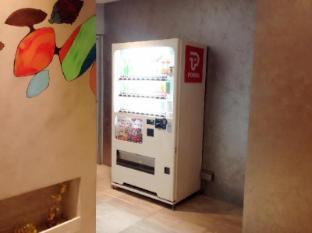 Champion Hotel Singapore - Vending Machine