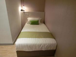 Champion Hotel Singapore - Single Room