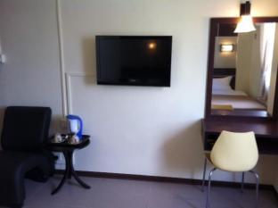 City Inn Hotel Kuching - room interior