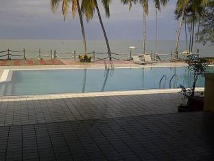 Tanjung Bidara Beach Resort Malacca - Swimming Pool