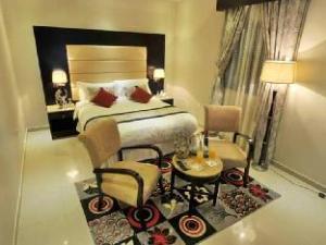 關於扎那德里亞套房7飯店 (Al Janadriyah Suites 7)