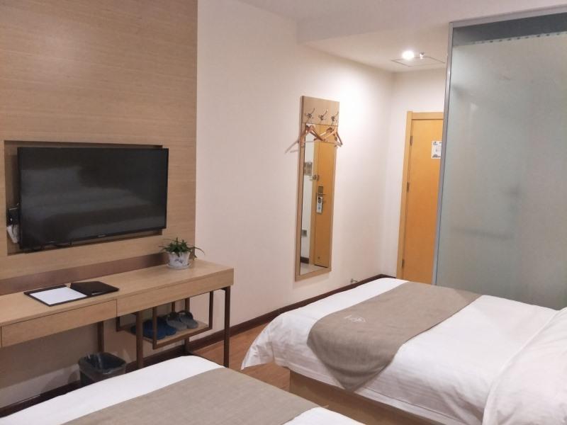 GreenTree Inn Shangqiu Liangyuan District Railway Station Express Hotel