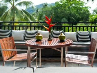 Indigo Pearl Hotel Phuket - Balcony Table in Black Tie Pearl Shell Suite
