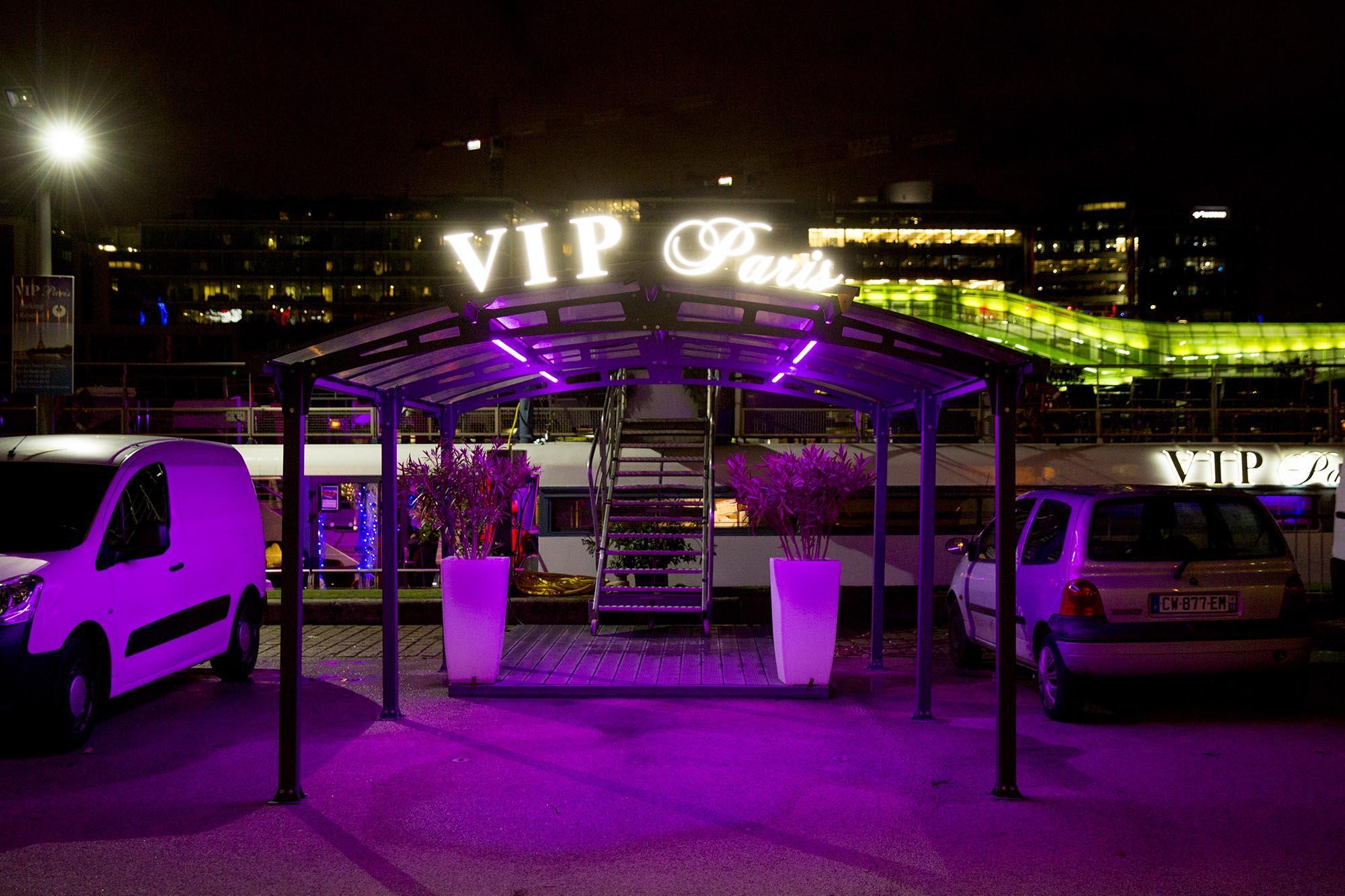 Le VIP Paris - Yacht Hotel
