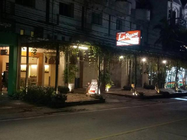 เลอ ระนอง บิสโทร แอนด์ เกสต์เฮาส์ – Le Ranong Bistro and Guesthouse