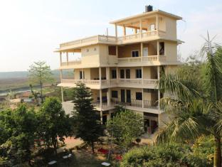 Hotel River Side Chitwan - Deluxe Building