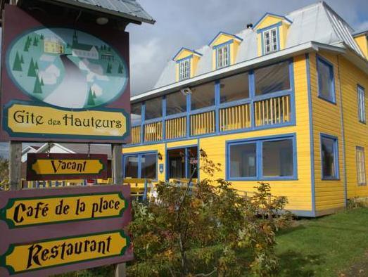 Gite Des Hauteurs Et Cafe De La Place