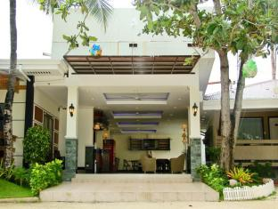 BlueFins Resort Mactan Island
